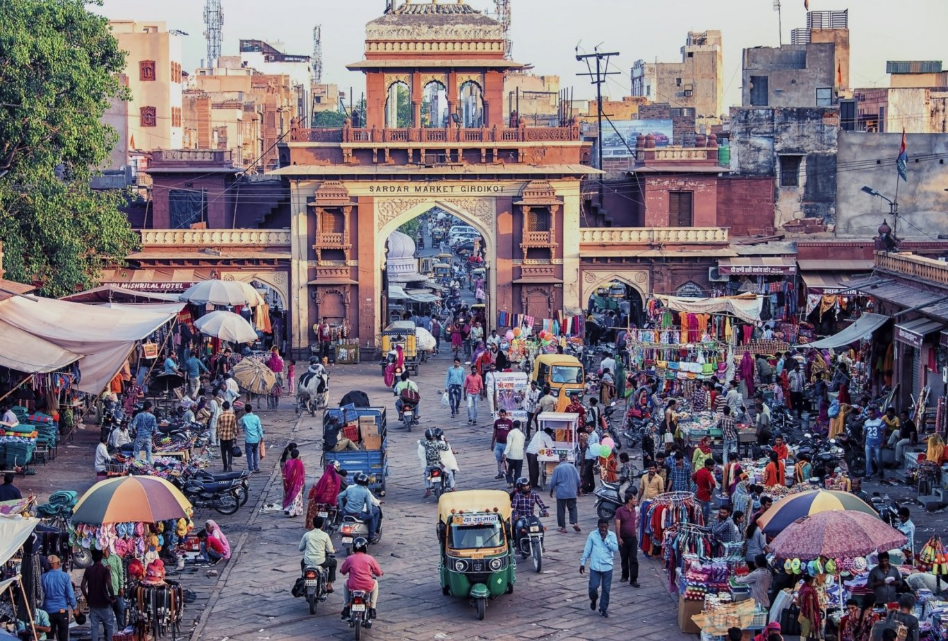 Tips for travelling India - busy street view