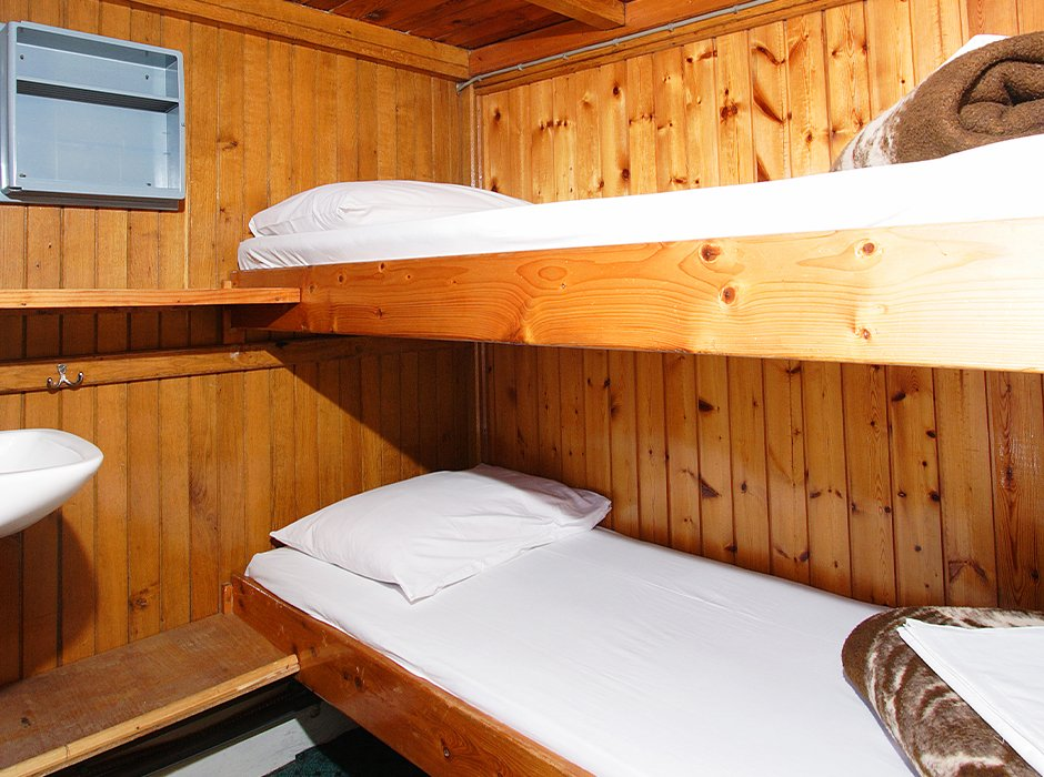 A photo of a twin cabin, showing bunk beds on the Croatia sailing boat