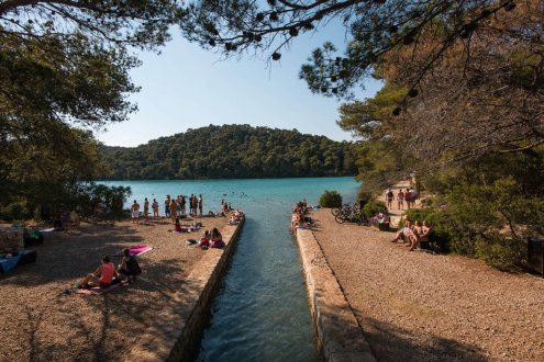 A picturesque photo of the town of Mljet's gorgeous nature and clear blue water in Croatia