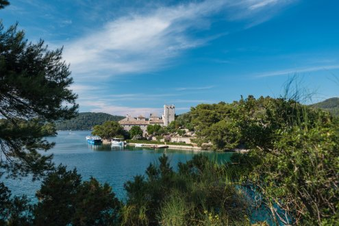 A scenic photo of Mljet National Park, with lush greenery and the turquoise water in view