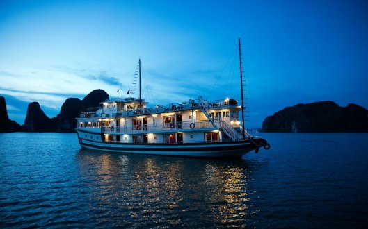 A picture of the boat on Halong Bay at night time