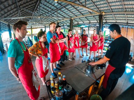 A group taking a cooking class in Chiang Mai Thailand
