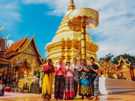 A group photo in front of Wat Phra That Chiang Mai