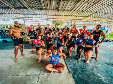 A group taking a muay Thai lesson in Koh Phangan
