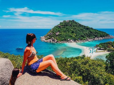 A girl at the top of the viewing platform overlooking Nang Yuan Island in Koh Tao Thailand